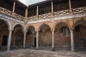 ruínas do castelo bizantino cidade de mystras foto