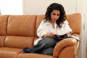 lendo em casa foto