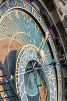 torre do relógio astronômica em praga, república checa - detalhe foto