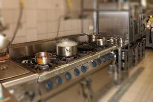 cozinha de restaurante real, efeito de desfoque