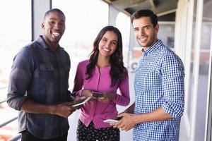 retrato de pessoas de negócios na varanda foto