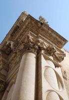 coluna, basílica de santa croce foto