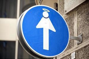 sinal de tráfego unidirecional engraçado em barcelona foto