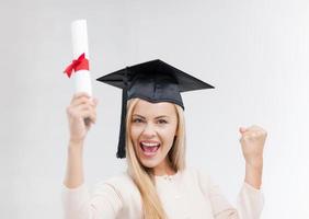 estudante no chapéu de formatura com certificado foto