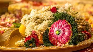 buquê de casamento do sul da Índia durante o ritual foto