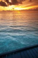 água do mar tropical nas maldivas foto