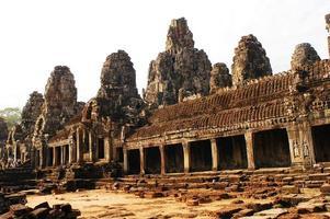 templo bayon em angkor thom foto
