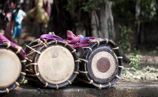 chenda - instrumento de percussão indiano tradicional foto