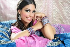 retrato de mulher morena indiana bonita