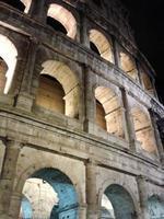 coliseu noturno (coliseu romano) foto