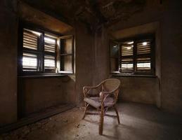 antigo quarto abandonado. foto