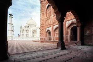 taj mahal e mesquita na Índia foto