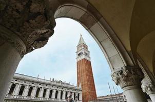 detalhe do campanário de veneza são marcos foto