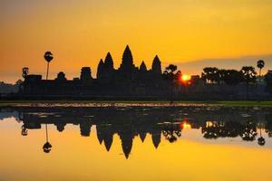 ankor wat, foto tirada ao nascer do sol