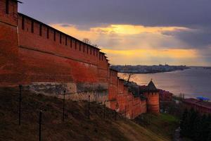 vista de nizhny novgorod kremlin na sunset foto