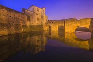 antiga cidade bonita na França. languedoc. camargue. foto