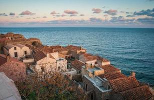 paisagem urbana em monemvasia, peloponeso, grécia foto