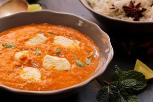 paneer manteiga masala caril indiano foto
