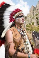 norte-americano indiano de vestido completo. foto