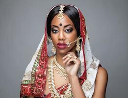 noiva indiana exótica vestida para casamento