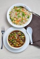 couve-flor ou gobi manchurian com arroz frito foto