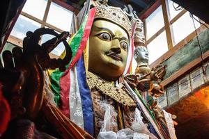 estátua budista foto