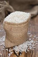 pequeno saco com arroz foto