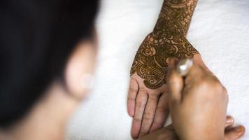 henna mãos foto