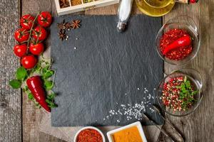 fundo de comida com especiarias diferentes foto