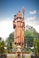 estátua de kailashnath mahadev em sanga, nepal. foto