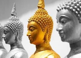rosto de Buda de ouro foto