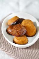 cookies sem glúten de grão de bico laddu indiano com chocolate