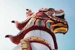 estátua do leão no templo foto