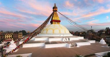 visão noturna de bodhnath stupa - kathmandu - nepal