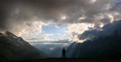 luz solar da montanha foto