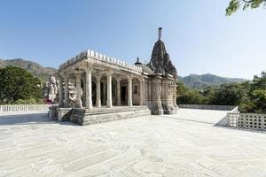 templo do sol antigo em ranakpur. foto