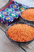 lentilhas vermelhas em estilo oriental foto
