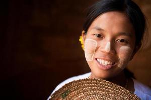 menina bonita de myanmar foto