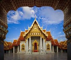 wat benchamabopitr dusitvanaram, o templo de mármore foto