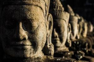 cabeças de angkor foto