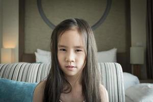 garota com cabelo desarrumado foto