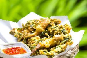 bolas de camarão frito