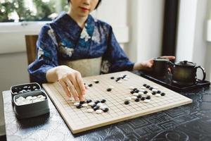 jogando jogo de wei qi foto