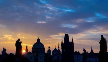 nascer do sol sobre Praga