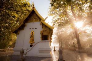 templo phra tha jom kitti. foto