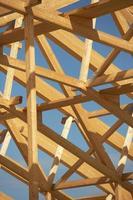 estrutura de telhado em madeira