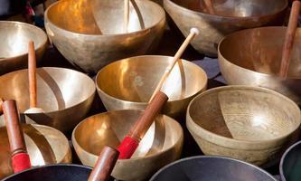 taças de canto tibetanas foto