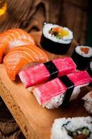 conjunto de sushi saboroso japonês