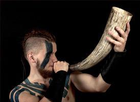 viking com chifre foto