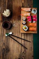 conjunto de sushi saboroso, fresco e saudável